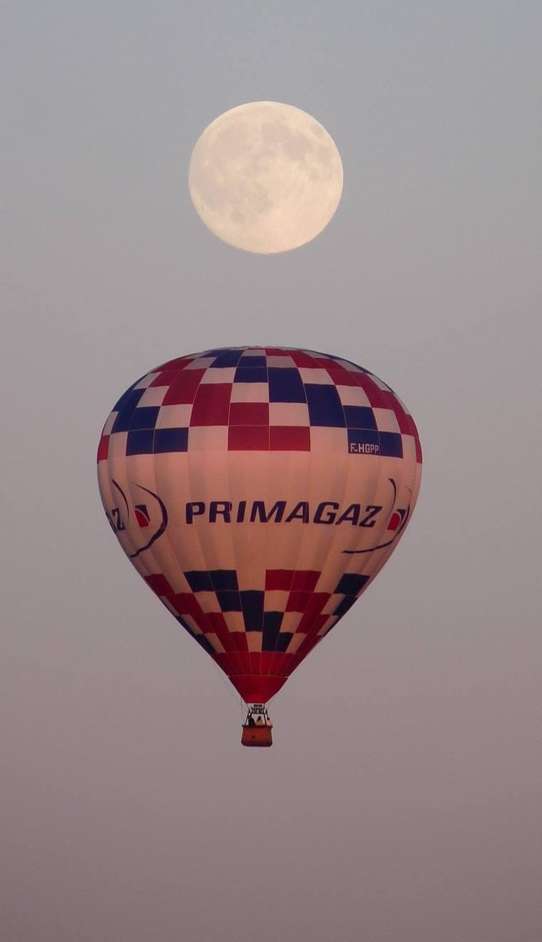 Publicité aérienne et marketing via montgolfière 04