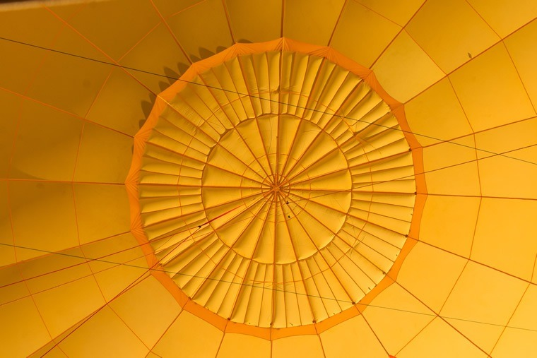 Description d'un ballon de montgolfière, le parachute