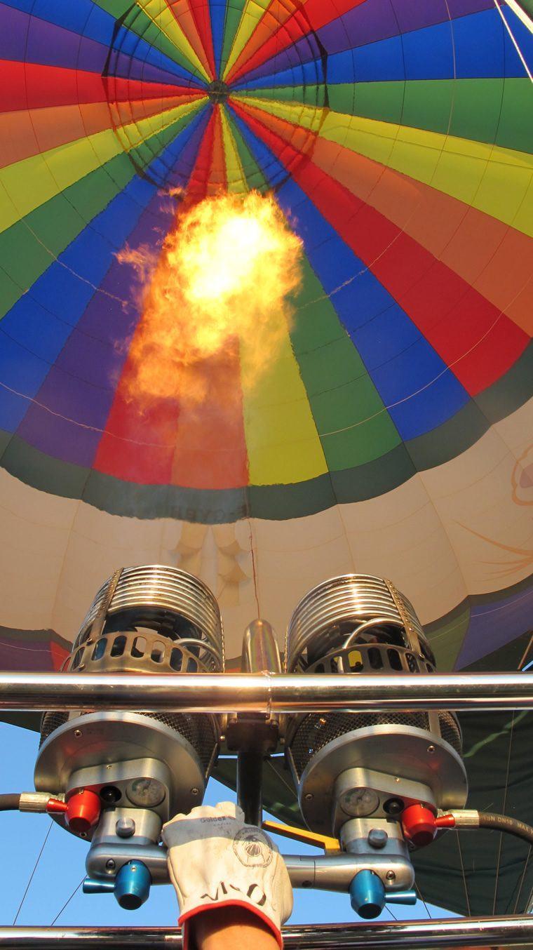 Description d'un ballon de montgolfière, les brûleurs