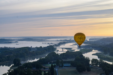 Romantic flight Discovery in a hot-air balloon